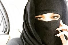 Khloé Kardashian : à Dubaï, elle passe en mode niqab ! Arab Girls Hijab, Muslim Girls, Muslim Women, Muslim Couples, Khloe Kardashian, Niqab Fashion, Muslim Fashion, Islamic Fashion, Cute Eyes