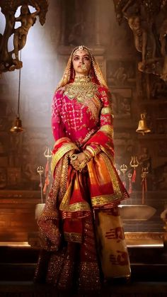 Rani Padmavati (Deepika Padukone) - the wife of Maharawal Ratan Singh (Shahid Kapoor), is known for her beauty and valour in century India. She captures the fancy of the reigning Sultan of Delhi, the tyrant Alauddin Khilji (Ranveer Singh), Bollywood Fashion, Bollywood Actress, Bollywood Jewelry, Bollywood Bridal, Bollywood Celebrities, Super Movie, Hd Movies Download, Movie Downloads, Outfits