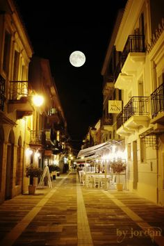 #nauplio #alley #greece #nafplio #moon #fullmoon Timeline Photos, Greece, Landscapes, Moon, Photography, The Moon, Fotografie, Paisajes, Photograph