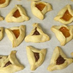 Forced to go gluten-free, Merav mourned and then finally decided to take hamantashen into her own hands…and kitchen, coming up with tasty versions that satisfy even the pickiest of Purim partiers. Gluten Free Treats, Gluten Free Flour, Gluten Free Baking, Gluten Free Desserts, Vegan Gluten Free, Jewish Recipes, Gf Recipes, Almond Recipes, Dairy Free Recipes