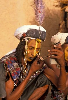 Africa | Wodaabe man getting ready to take part in the Yaake dance helding during the Gerewol Festival. Niger | ©Michel Renaudeau