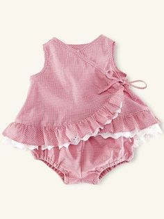 32 Trendy Ideas Sewing Baby Girl Gifts Kids - Baby Girl Dress - Ideas of Baby Girl Dress Baby Girl Frocks, Frocks For Girls, Dresses Kids Girl, Baby Girl Romper, Dresses For Baby Girls, Infant Dresses, Kids Frocks Design, Baby Frocks Designs, Baby Girl Dress Patterns