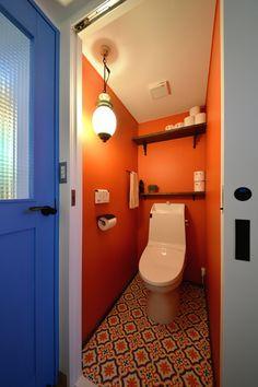 No.0455 心ときめく 陽気カジュアル! 人が集まる愉しい空間 -アンダルシアの素敵色-(マンション) | リフォーム・マンションリフォームならLOHAS studio(ロハススタジオ) presented by OKUTA(オクタ) Bathroom, Wallpaper, Interior, House, Design, Orange, Home Decor, Washroom, Toilets