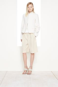 See the complete Donna Karan Resort 2016 collection.