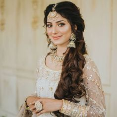13 Brides Who Looked Gorgeous In Open Hairstyles On Their D-Day Pakistani Wedding Hairstyles, Indian Party Hairstyles, Mehndi Hairstyles, South Indian Bride Hairstyle, Open Hairstyles, Bride Hairstyles, Indian Wedding Hair, Punjabi Hairstyles, Desi Bridal Makeup