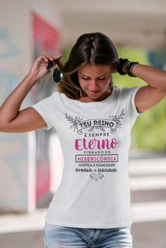 Camiseta Teu Reino é Sempre Eterno Christian Clothing, Christian Shirts, Tees For Women, Cool Tees, Branded T Shirts, Her Style, Shirt Outfit, Shirt Designs, Women Wear