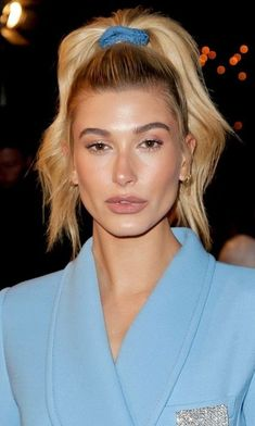 Hailey Baldwin is not one to shy away from an unconventional style move. Case in point: Her most recent beauty look (displayed while out and about in Los Angeles) paid homage to the fun hairstyles and accessories of the Hailey tucked her… Estilo Hailey Baldwin, Hailey Baldwin Style, 90s Hairstyles, Celebrity Hairstyles, Hair Inspo, Hair Inspiration, 90s Girl, Celebrity Beauty, Pretty People