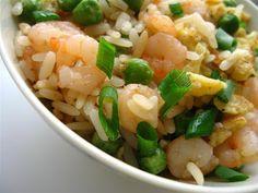 Orez stir fry cu creveti 虾仁炒饭 General Tso, Chinese Food, Pasta Salad, Potato Salad, Seafood, Cooking Recipes, Ethnic Recipes, Faces, Chicken