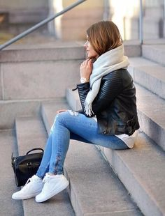 Choose your outfit to feel confident and look absolutely stylish. You can always complement your ensemble with white sneakers. Look Fashion, Autumn Fashion, Fashion Outfits, Womens Fashion, Fashion Styles, Street Style Outfits, Casual Outfits, Grunge Outfits, Fresh Outfits