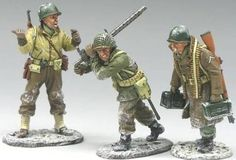 World War II U.S. Battle of the Bulge BBA025 U.S. G.I.'s Moving Up the Line - Made by King and Country Military Miniatures and Models. Factory made, hand assembled, painted and boxed in a padded decorative box. Excellent gift for the enthusiast.
