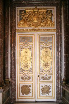 Ornate door in the Venus Room