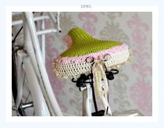 After my short trip to Amsterdam, I'm CRAZY for bicycles and all that makes them beautiful. I immediately crocheted my first seat cover and also i would like to inspire you to travel by bike very chic and comfortable! ;) This DIWL (e-book) PDF Pattern con