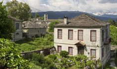 Stone houses in the village of Dilofo in Zagori Greece Holiday, Stone Houses, Holiday Destinations, Mansions, House Styles, Nature, Home Decor, Stone Cottages, Naturaleza