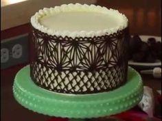 Így készül a torták ünnepi dísze, a csoki csipke   Sokszínű vidék