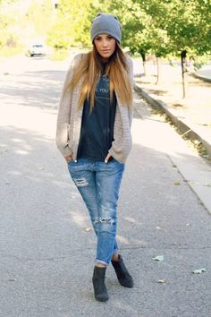 Casual weekend outfit - boyfriend jeans, graphic tee, cardigan, beanie and booties