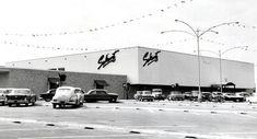 Sakowitz store, Gulfgate Mall, 1956. From http://blog.chron.com/bayoucityhistory/2009/12/ever-shopped-at-sakowitz/
