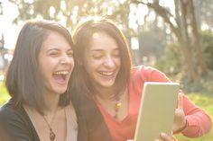 最近気分が沈んでる…!あなたの生活に「笑い」を増やす簡単な方法4つ
