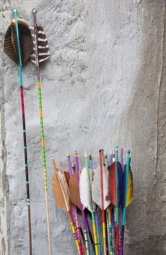 Find images and videos about color, boho and arrow on We Heart It - the app to get lost in what you love. American Indians, Native American, American Art, Arrow Feather, Bow Arrows, Archery Arrows, Cowboys And Indians, Idee Diy, Maquillage Halloween
