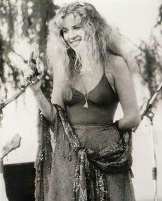 """Fleetwood Mac Live, 1978 "" Photo originally shared by Roseanne Mughetto. Original photo belongs to the very generous Vikki Carlucci. Please do not remove caption. Fleetwood Mac Live, Stevie Nicks Fleetwood Mac, Members Of Fleetwood Mac, Buckingham Nicks, Stephanie Lynn, 70s Aesthetic, Women Of Rock, Look Vintage, Julia"