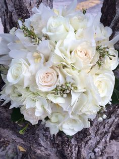 Looking for gorgeous wedding arrangement for your wedding? Check us out!!! #flawless Weddings and Events VI #stthomaswedding #stthomasweddingplanner #beachweddingsetup #beachweddings #flawlessweddingsandeventvi #cruiseshipweddings