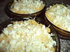 Reteta culinara Mamaliga cu branza si cascaval din categoria Aperitive / Garnituri. Specific Romania. Cum sa faci Mamaliga cu branza si cascaval
