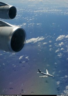 Boeing 747-419 aircraft picture
