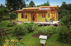 River Road house, a sustainable small house by architect Nir Pearlson features a beautiful timber frame exposed to the interior. It has 2 bedrooms in 800 sq ft. Photo by Michael Dean Photography. House Plans For Sale, Small House Plans, Tiny House Swoon, Tiny House Living, House 2, House Deck, Micro House, Farm House, Living Room