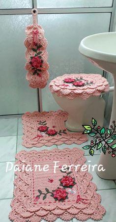 Tapetes em crochê Crochet Home, Knit Crochet, Diy Crafts For Home Decor, Cable Knit Sweaters, Crochet Doilies, Diy Gifts, Crochet Projects, Crochet Earrings, Decoration
