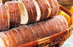 Erdélyi kürtőskalács – Travel to Transylvania Hungarian Cuisine, Hungarian Recipes, Kurtos Kalacs, Sweet Recipes, Cake Recipes, Cake Festival, Croissant Bread, Chimney Cake, Tasty Kitchen