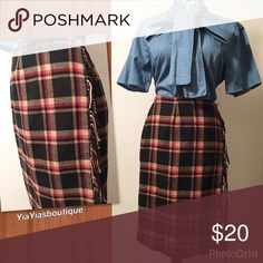 Vintage plaid skirt Vintage  plaid Skirt with fringes on the side! .💕LOVE IT💕 . . Size: small/Med Waist: 27-29 Length: 25 Vintage Skirts A-Line or Full