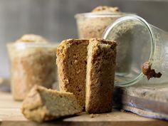Holländisches Gewürzbrot - im Glas gebacken - smarter - Kalorien: 327 Kcal - Zeit: 30 Min. | eatsmarter.de Brot im Glas: ein tolles und vor allem essbares Geschenk.