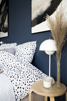 A new bedroom wall color means we had to get new bedding, am I right? It was a case of bad luck I just bought new bedding for our bedroom, in a light blue color. You can imagine that didn't … Lees verder →