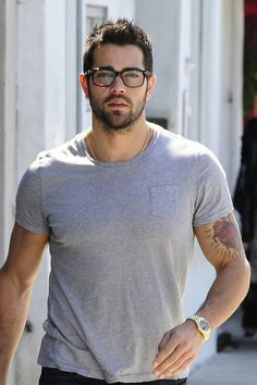 Jesse Metcalfe: Shirtless Ab Show with Cara Santana!: Photo Jesse Metcalfe shows off his ripped shirtless bod as he leaves his gym on Tuesday (June in Los Angeles. The actor was joined by his fiance Cara… Christian Grey, Ryan Gosling, Adam Levine, Matt Bomer, Gorgeous Men, Beautiful People, Beautiful Boys, John Tucker, Jesse Metcalfe