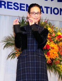 ベストドレッサー賞を受賞した鈴木保奈美さん。掛けている眼鏡は、SeacretRemedy