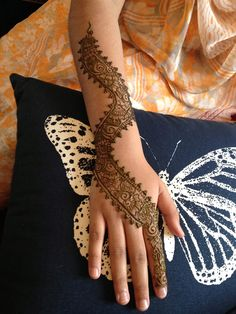 One of the bridesmaids from a wedding I did in August in Oxford requested this unique design. Unfortunately, I can't give design credit as I don't know the original artist. www.sheenasmehndi.com - covering the South East of England (including but not limited to Milton Keynes, London, Surrey, Leighton Buzzard, Ayeslbury, Luton, Northampton, Oxford, Cambridge, Wellingborough, Ipswich, etc)