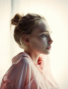 Marnie – Marnie Harris (Models looks fresh-faced and relaxed in these laid-back images photographed by Rokas Darulis. The new face poses in a sunny loft… Girl Face, Woman Face, Marnie Harris, Pretty People, Beautiful People, Beautiful Women, Parda, Actrices Sexy, Messy Bun Hairstyles