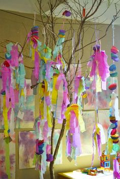 spring hangings ~ Love this bright splash of color! Perfect for little fingers for make.