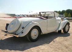 http://upload.wikimedia.org/wikipedia/commons/c/c4/Citroen-Traction-cabriolet-blanc-ar.jpg