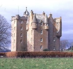 "CASTLE STUART_Mary Queen of Scots gave the castle land to her half-brother, James Stuart in 1561, and granted him the title ""Earl of Moray""."