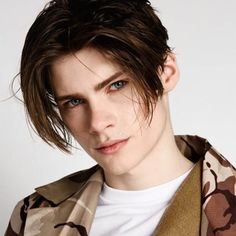 If you are not already familiar with the eboy haircut, it's a more old-school hairstyle that boasts of some length and the curtain bangs. In …  The post Eboy Haircut Redefined – Check These Wonderful Implementations Of The Beautiful Haircut appeared first on Mr.Kids Hairstyles. Baby Girl Haircuts, Teen Boy Hairstyles, Haircuts With Bangs, Funky Hairstyles, Cool Haircuts, Haircuts For Men, Formal Hairstyles, Short Haircuts, Long Black Hair