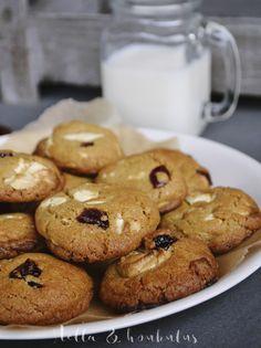 Valkosuklaa-karpalo cookiet