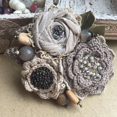"""Купить Вязано-текстильная брошь """"Нежное прикосновение"""" - брошь ручной работы, цветы ручной работы"""