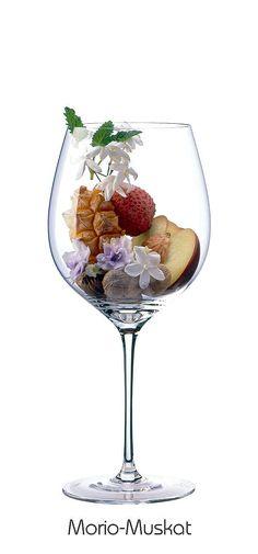 MORIO MUSKAT  White peach, nutmeg, lily of the valley, jasmine, violet, litchi, pineapple (mature), lemon balm
