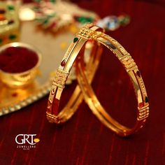 GRT Jewellers is one of the India's foremost jewellery store having an exquisite collection of jewellery in Gold, Diamond, Platinum and Silver created by the finest artisans of India. Also available exclusively in GRT Jewellers Online Jewellery Shopping. Gold Chain Design, Gold Bangles Design, Gold Jewellery Design, Plain Gold Bangles, White Gold Jewelry, Gold Kangan, Gold Jhumka Earrings, Jumka Earrings, Gold Bangle Bracelet
