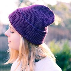 Ennica is live on #ravelry! Special details of the elegant paired symmetrical crown decreases and the beautiful tubular CO edge elevate this slouchy ribbed hat to your winter go-to.