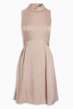 The pairing of blush pink and metallic makes our trapeze dress toe perfect piece for a summer wedding.