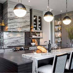 [New] The 10 All-Time Best Home Decor (Right Now) - Ideas by Barbara Vigil - Design inspiration .Marble in the kitchen is so classic. Deco Design, Küchen Design, Roof Design, Design Ideas, Design Inspiration, Luxury Kitchens, Home Kitchens, Kitchen Dining, Kitchen Decor