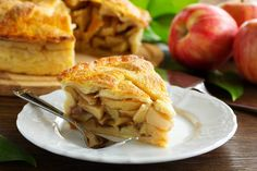 Australia& most popular apple invented right here in WA makes a delicious Pink Lady Apple Pie with your own flaky shortcrust pastry - it& sure to impress. Apple Pie Recipes, Crockpot Recipes, Cooking Recipes, Thanksgiving Recipes, Fall Recipes, Sour Cream Apple Pie, Turkey Lunch Meat, Apple Benefits, Health Benefits