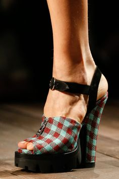Prada gives us beautiful, surprisingly wearable shoes for Fall 2013 Zapatos Mary Jane, Shoe Boots, Shoes Sandals, Footwear Shoes, Shoes Sneakers, Mode Shoes, Prada Shoes, Fall Shoes, Mode Style