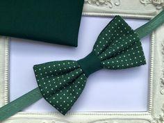 SET Noeud papillon double vert modèle points et pochette costume assortie : Cravates par fleurs-de-provence